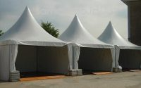 tenda kerucut putih